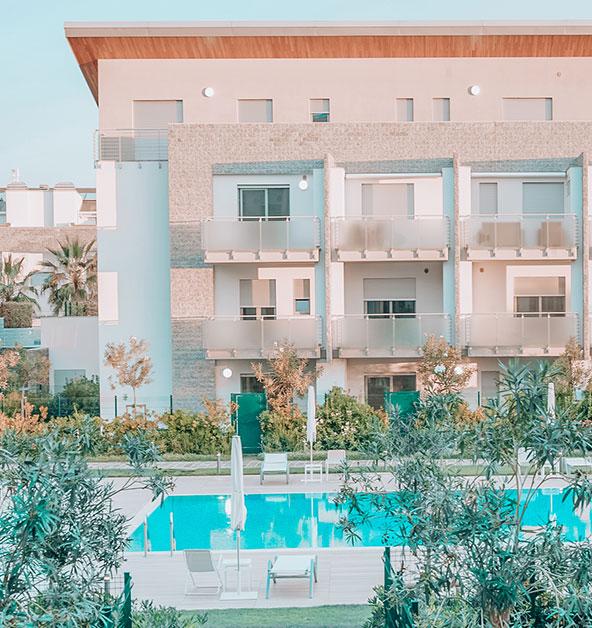 facciata-complesso -piscina-le-dune-silvi-marina-giardini