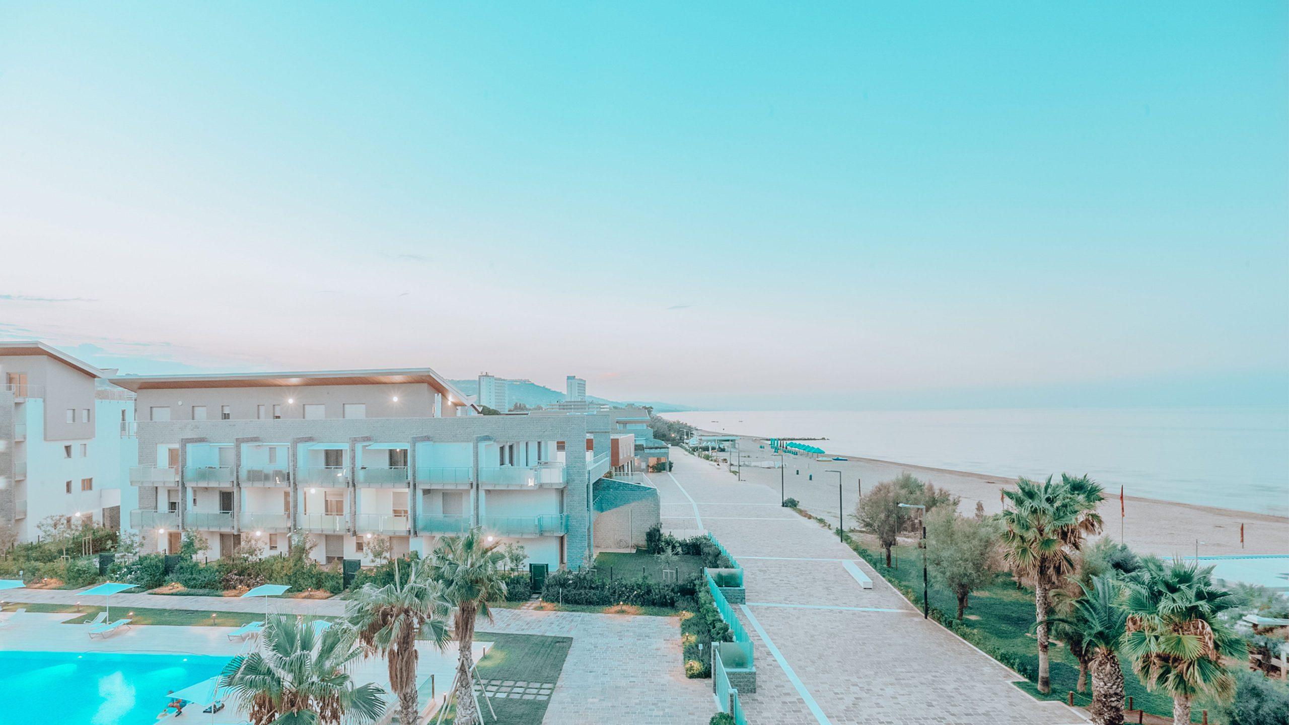 panoramica-aerea-appartamenti-piscina-mare-le-dune-silvi-marina