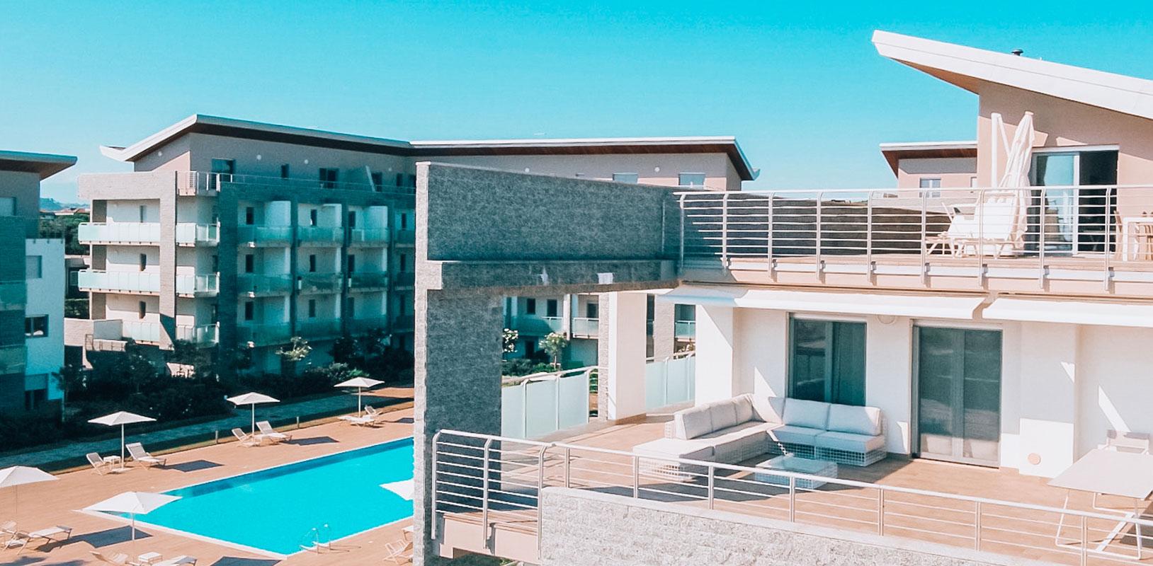 vista-panoramica-piscina-attico-terrazzo-le-dune-silvi-marina