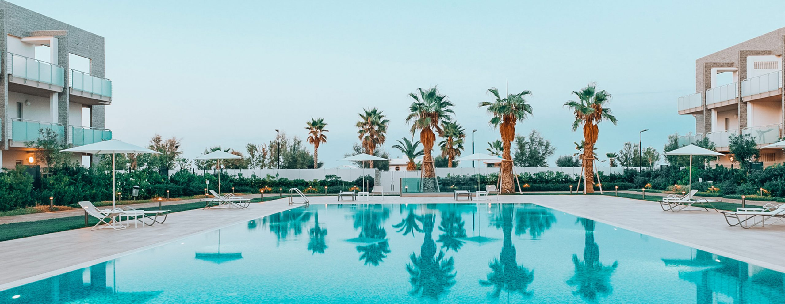 piscina-esterna-privata-palme-le-dune-silvi-marina